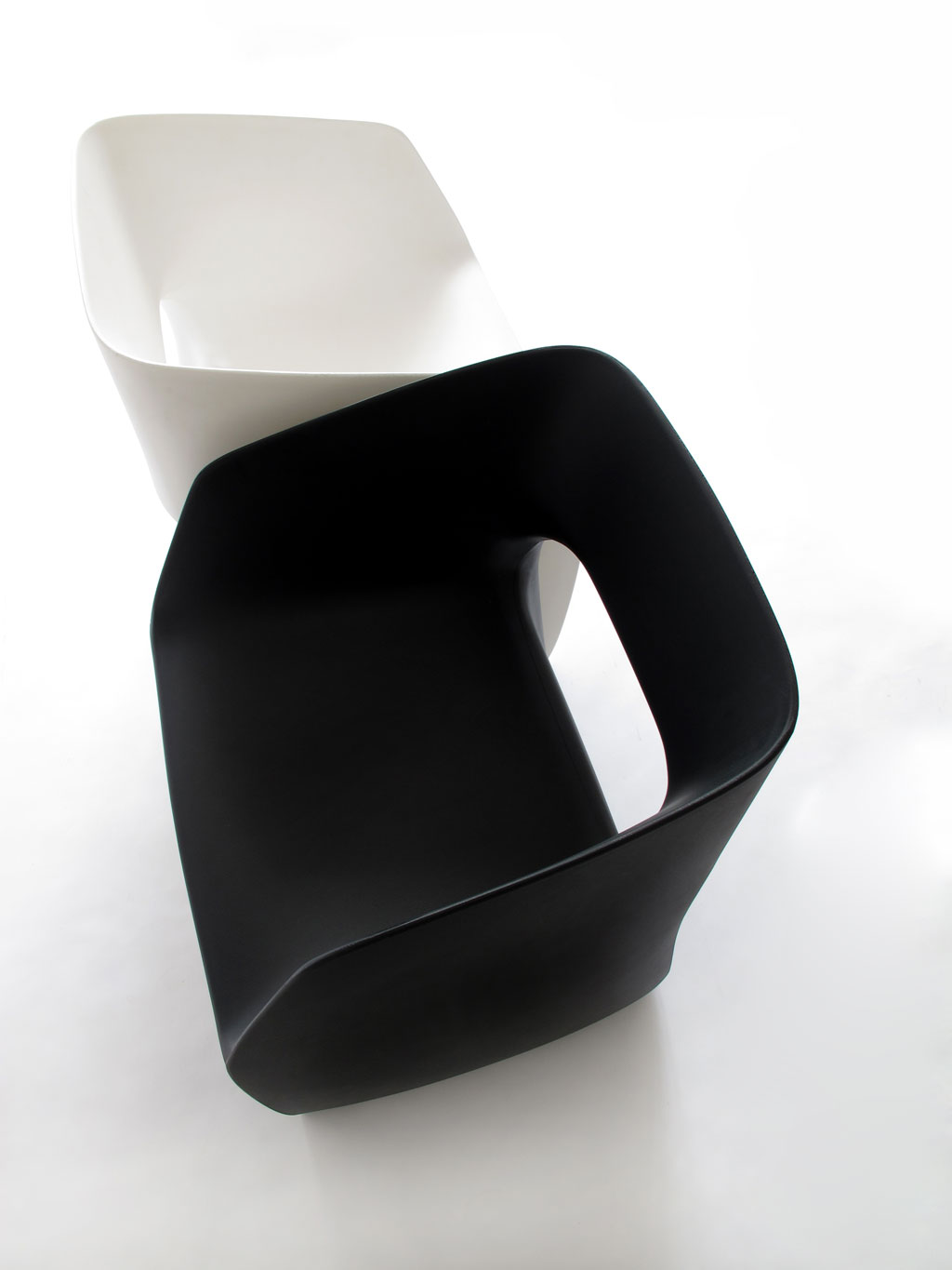 martinazua-martin-numbered-rotomoulding-armchair-chair-mobles114-m114-black-plastic-recyclable-b&w-white