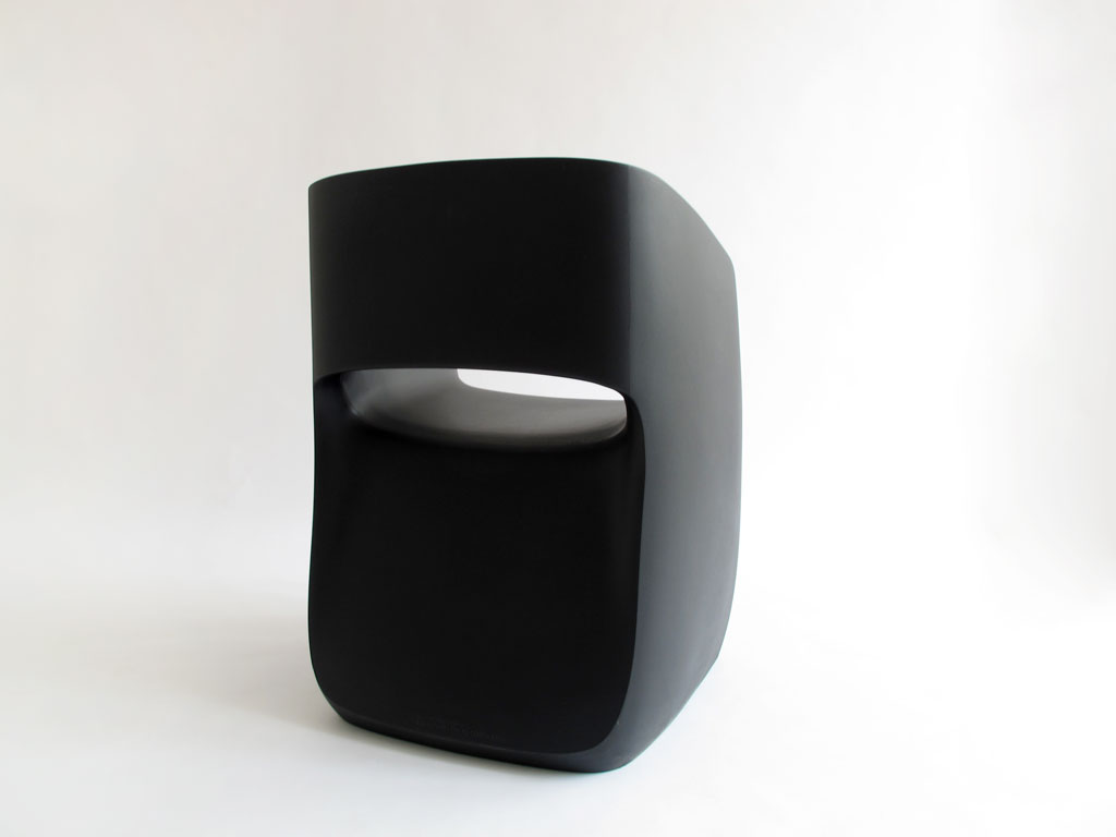 martinazua-martin-numbered-rotomoulding-armchair-chair-mobles114-m114-black-plastic-recyclable