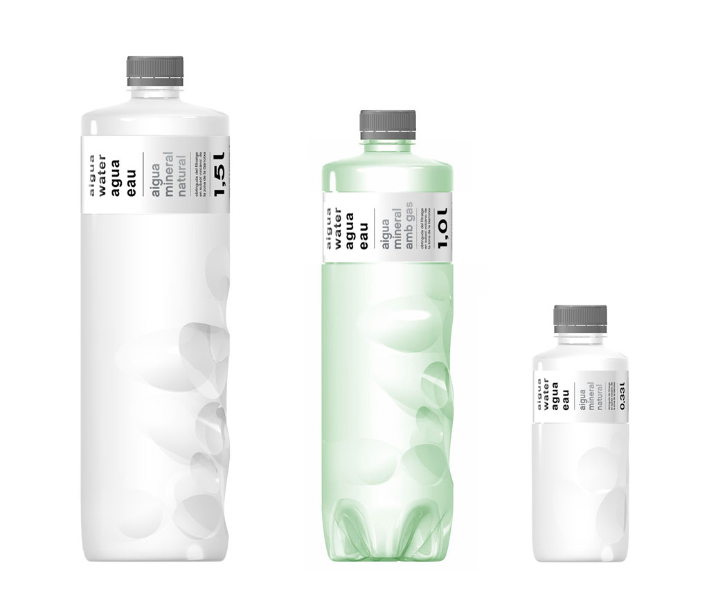 martinazua-azua-numbered-design-objects-edition-limited-craft-artesania-barcelona-local-artwork-production-fairdesign-simplicity-creative-luxury-water-aigua-bottle-botella-plastic-volcano-green-transparent-white-three-packaging