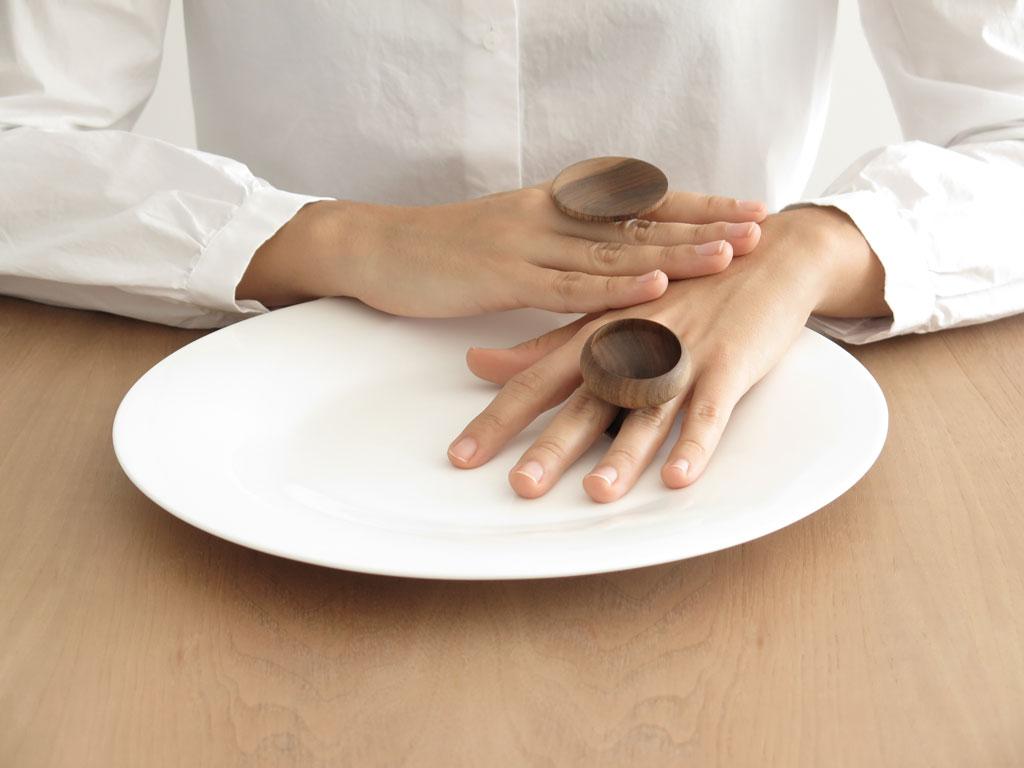 Dish Cup Ring by Martín Azúa
