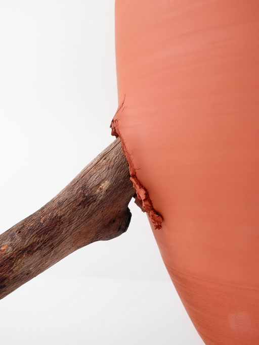 azua_red_jug_with_stone_and_wood_detail02